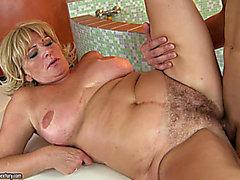 del sesso matura dai capelli dorati , del dominatrix ottiene il riccio schianto imbevuti fondo plowed