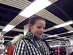 Striking fille tchèque a été séduit dans l'hypermarché et naile