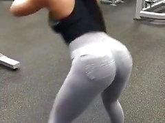 Sara paki slut mostra il suo culo
