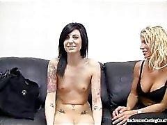 Zwei Nacktfotos Backroom Guss