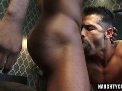 Sexe anal à grosse queue avec le visage