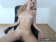 Big Tit Bionda Teen Fingerbangs La sua figa bagnata