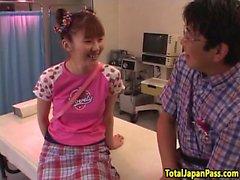 Hairy di succhiamento adolescente giapponese e il cazzo di