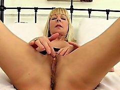 British milf Molly sends herself into a masturbation frenzy