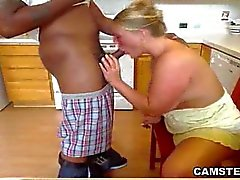 Vivre Interracial profonde Throats In The Kitchen