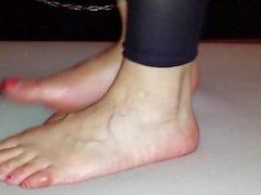 Crueles danza cockcrush descalzo con corrida