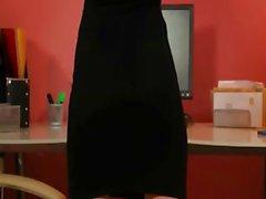 Secretário de saltos pretos pose sexy