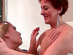 Linda Strahl liebt Heiß rothaarige Großmutter