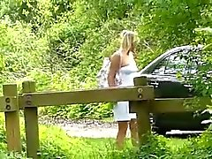 Nettes junges blonden Deutsch im Walde gefickt
