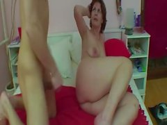 Redhead maman et Stepson Fucking In Bed