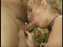 tysk milf plockade upp för sin första anal