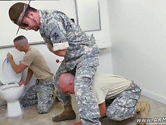 Gay armeijaa boys kuvaajalta Hotellin sulkeiskersantilta voi olla melko rock tuntia
