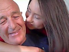 Onun genç seksi karısı lanet olası Old man misyonerlerin