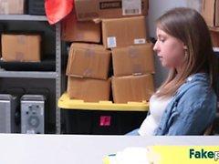 Hot Brooke блаженства трахает в конце магазина