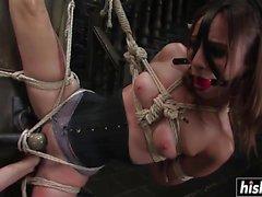 Amber Rayne har några BDSM-nöjen