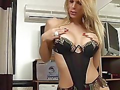 Young tranny uses her dick
