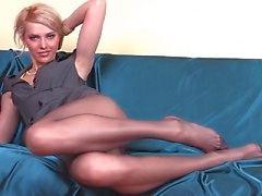 Laiha tyttö pitkät sukkahousut jalat