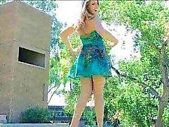 Di Veronica Porno per adulti bellissima in un blu sveglio vestito di estate