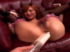 Волосатая японская девушка играющая