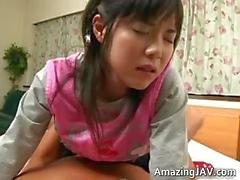 Melko Aasian koulutyttö saalämpimän