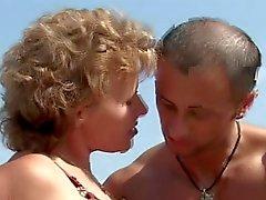 Big tétines âge mûr de Petits seins se putain sur la plage