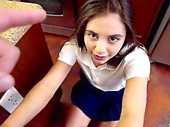 Ogiva teenager che di Lucy bambola del le prende la Sculacciate come una brava ragazza