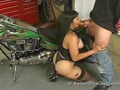Asian Diva Girls - Aventuras Asiáticas Pt 1: Biker Babe Mamada - Mika Tan