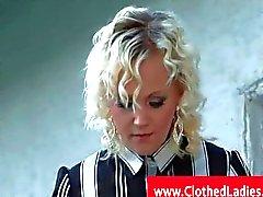 Blonde con el medias recibiendo pussylicked