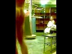 infront menino nu de mulher