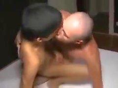 minet garçon brutalement baisée par un mec athlétique avec grosse bite