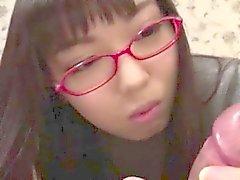 Jungen pretty asian Schülerin, die eine Warm Ladung Sperma saugen