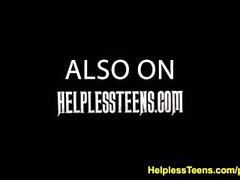 helplessteens Evelyn hakimiyeti ve kaba açık seks ile binmek kazanır