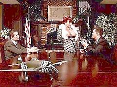 Кайли Испания - Бизнес милф заглатывает три парней