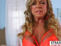 Hot Aunt Missy Blewitt Gives Handjob Well Young Bud