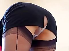 Maid dick Milf Spy den Rock geschaut