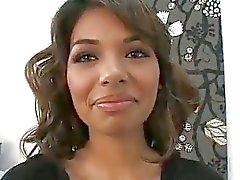 Estrella Flores ensimmäistä kertaa kameran