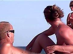 Франции нудистский пляж мастурбирует минета брюнет вуайериста