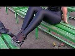 Mädchen in Spandex-Leggings russische Strumpfhose