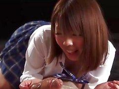 18 yaşındaki Japon kız öğrenci Rion Karina, ihale el ele verdi