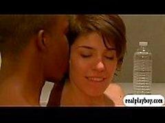 Two delle coppie scambista divertiti rapporti sessuali foursome in vasca