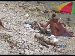Рогоносец сука на пляже