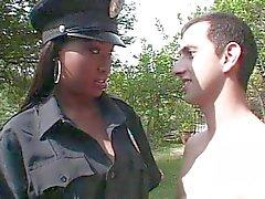 Ebony poliisi tyttö vitun valkoinen munaa
