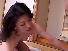 Japon anne Akaya, oğlu 2 (MrBonham) ile banyo yaptı.