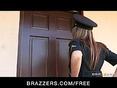 Brazzers - Big - tit agent Courtney Cummz is fucked & gestraft