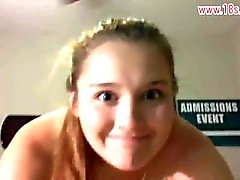 College Girl Donner un BlowJob et Cuming sur The Cumshotwww.18s.college Visage