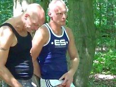 Drei Freunde beim Ficken Outdoor Германия