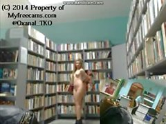 Nära Caught naken i biblioteket efter Cleaner