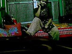 Menina de aldeia de Bangladesh Rina