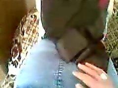 Arabisches Hochschulmädchen in Kopftuch