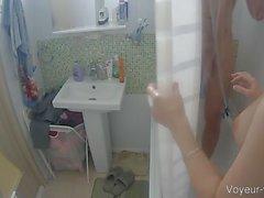 Großes Brüste dunkle Haare Babe geteilt eine Dusche